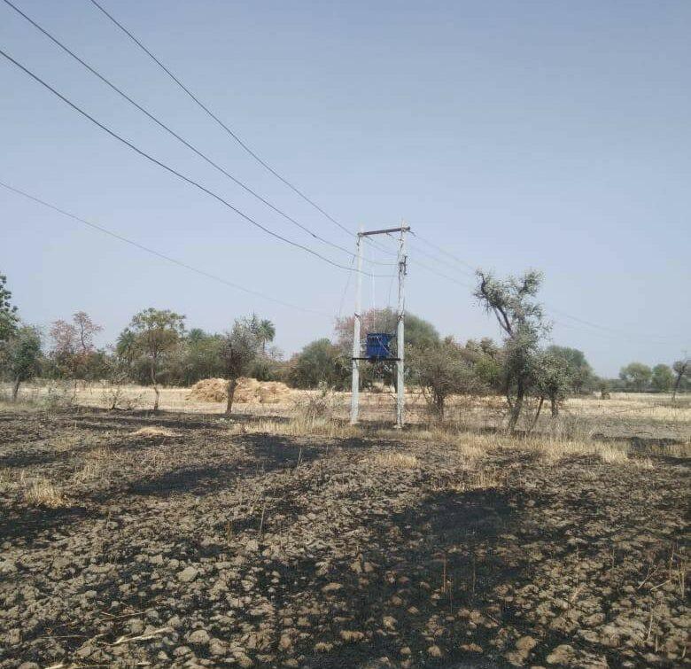 यूपी,एमपी के कई जिलों में नंगी तारों से लगी फसलों में आग तो किसी ने गंवाई अपनी जान